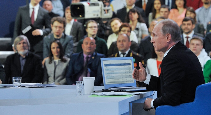 Il Presidente Putin risponde alle domande dei cittadini (Foto: Tass)