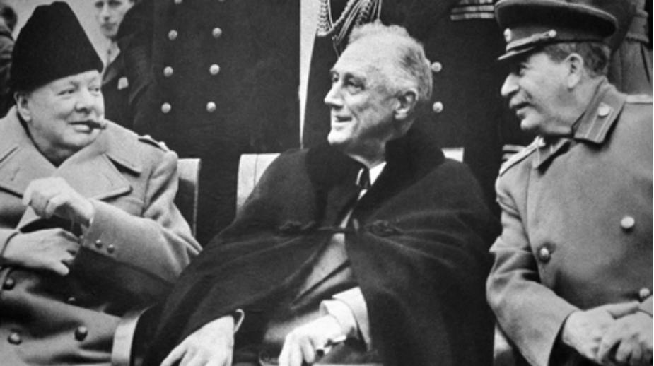 Churchill, Roosevelt e Stalin a Yalta (Foto: Tass)