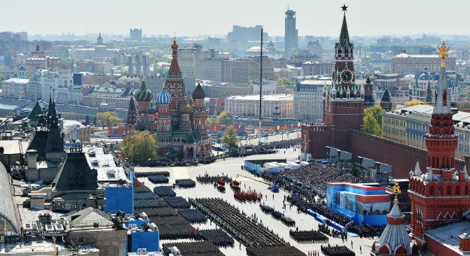 La Piazza Rossa di Mosca vestita a festa per la parata della Vittoria (Foto: Maksim Blinov / Ria Novosti)