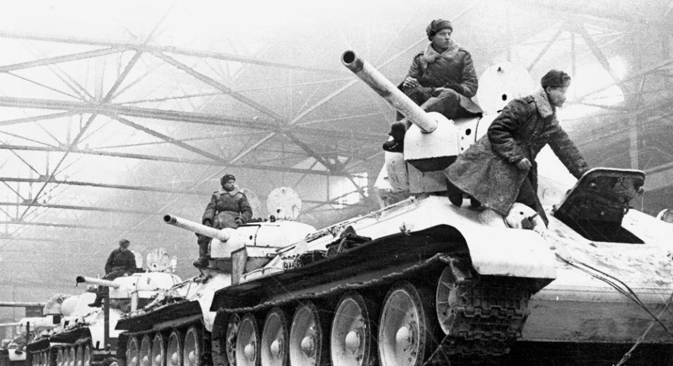 Carri armati in partenza per il fronte (Foto: Museo di storia di Uralmashzavod)