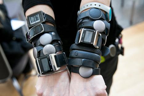 Secondo i dati della Juniper Research, il numero delle vendite dei braccialetti fitness nel 2014 ha raggiunto i 19 milioni (Foto: Alamy / Legion Media)