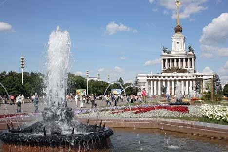 La fontana davanti a VDNKh (Foto: Yuri Artamonov / RIA Novosti)