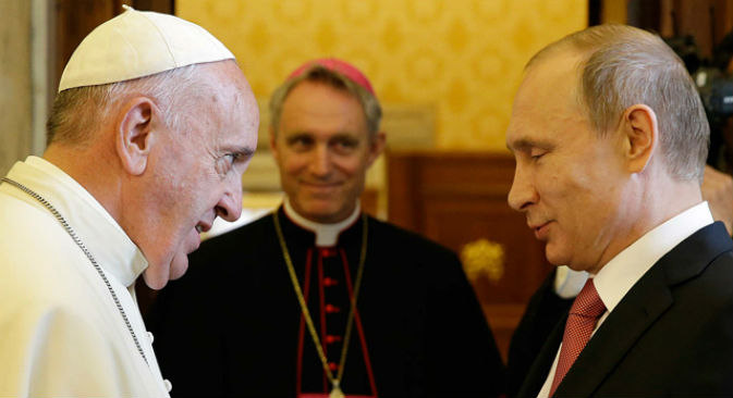 Il Presidente Putin con Papa Francesco (Foto: AP/Gregorio Borgia, Pool)