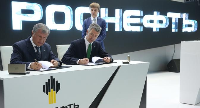 Rosneft ha firmato 57 accordi, il più importante dei quali è la venditaa BPdi una quota del 20% del giacimentoTaas Jurjach per 750 milioni di dollari (Foto: Artem Korotaev/TASS)