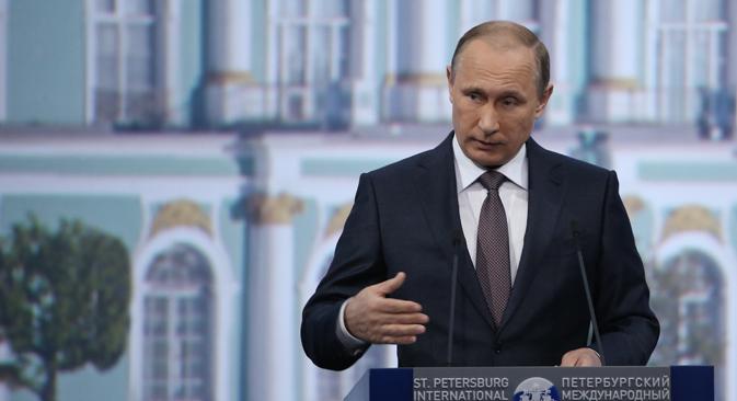 Il Presidente russo Vladimir Putin intervenuto al Forum economico di San Pietroburgo (Foto: Valery Sharifulin / TASS)