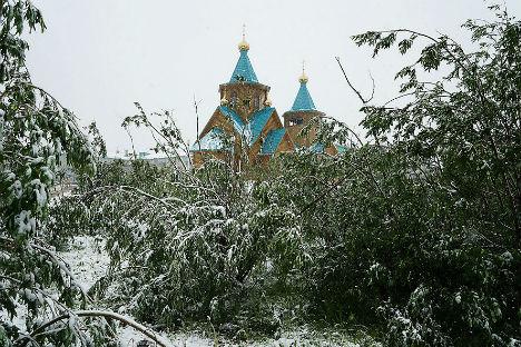 Le strade di Vorkuta coperte di neve (Foto: Aleksei Reznichenko / Ria Novosti)