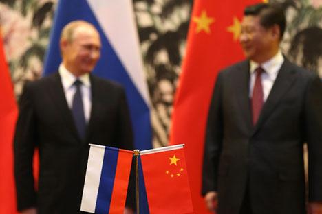 Il Presidente russo Vladimir Putin, a sinistra, insieme al Presidente cinese Xi Jinping (Foto: Reuters)