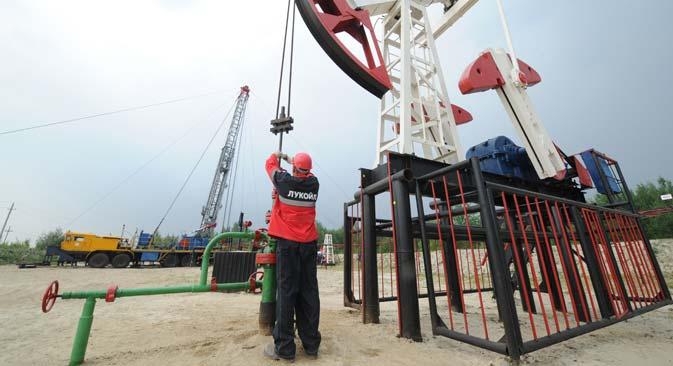 Estrazione di petrolio (Foto: Ilya Pitalev/RIA Novosti)