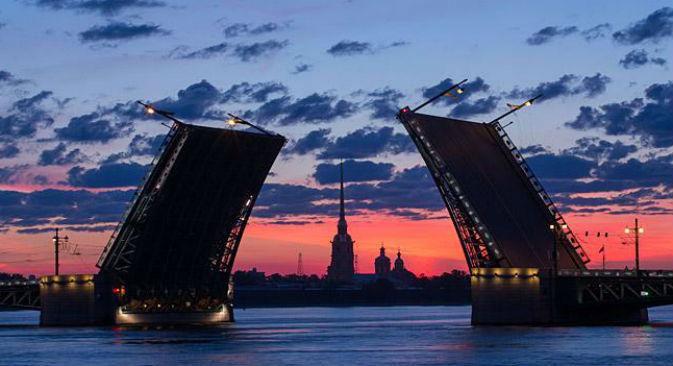 Notti bianche a San Pietroburgo (Foto: Sergei Kulikov / Tass)