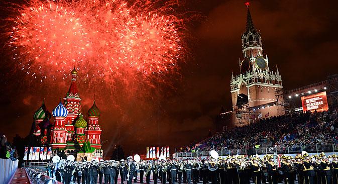 Fuochi d'artificio in Piazza Rossa per il Festival Spasskaya Bashnya (Foto: Maksim Blinov / Ria Novosti)