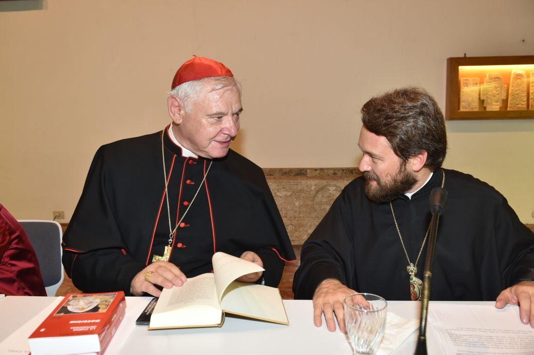 Un momento della presentazione del libro. A destra, il Metropolita Hilarion insieme al cardinale Gerhard Müller