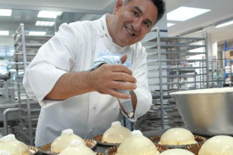 Il pasticcere Sal De Riso nel suo laboratorio (Foto: archivio personale)
