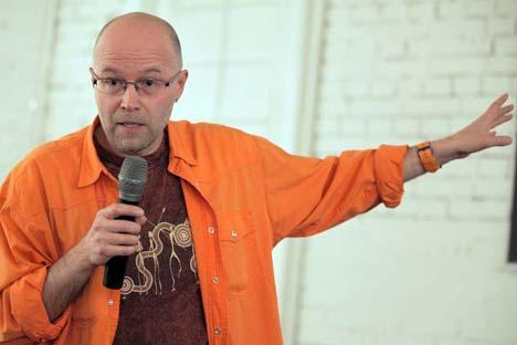 Il regista Konstantin Bronzit.