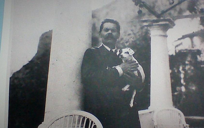 Gorky con il suo cane Topka, Capri (Credit: Associazione Gorky di Napoli / Nicola Sellitti)