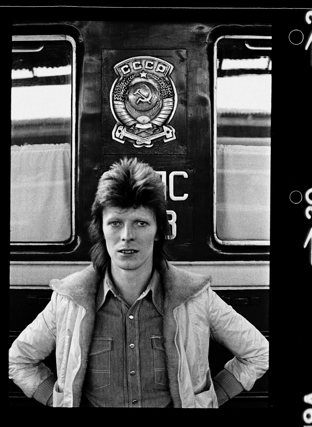 Si dice che David Bowie soffrisse di aerofobia e ciò spiegherebbe la sua scelta di viaggiare in nave e in treno. In ogni caso, non si sa con certezza in quale località esatta salì a bordo del treno sulla linea Vladivostok-Mosca