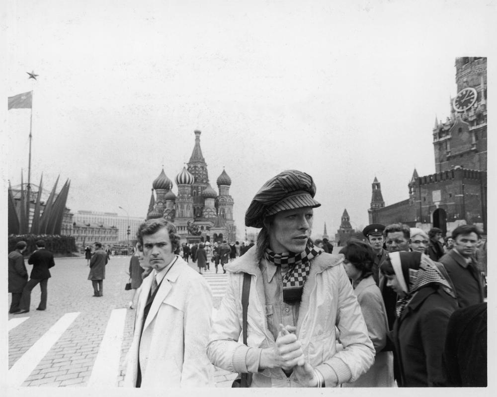 Inizialmente la notizia del viaggio di Bowie a Vladivostok sembrava troppo fantasiosa per essere vera, dato che la città è rimasta chiusa agli stranieri fino al 1992. Tuttavia, Ruslan Vakulik, giornalista di Vladivostok, ha trovato diverse conferme a queste voci, tra cui una testimonianza del reporter Robert Musel, che aveva accompagnato Bowie in quel suo viaggio nell'Urss, e le lettere spedite a Cherry Vanilla, la sua addetta stampa