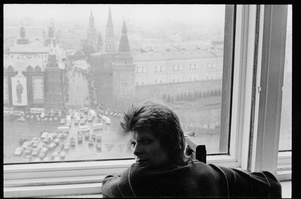 """Da questi documenti risulta che il cantante effettivamente attraversò in treno la Russia nella primavera del 1973. In una sua lettera, Bowie aveva scritto: """"La Siberia mi ha molto colpito. Per giorni e giorni abbiamo viaggiato in mezzo a foreste maestose, tra fiumi e vaste distese. Non avrei immaginato che al mondo esistessero ancora luoghi così integralmente pieni di una natura incontaminata"""""""
