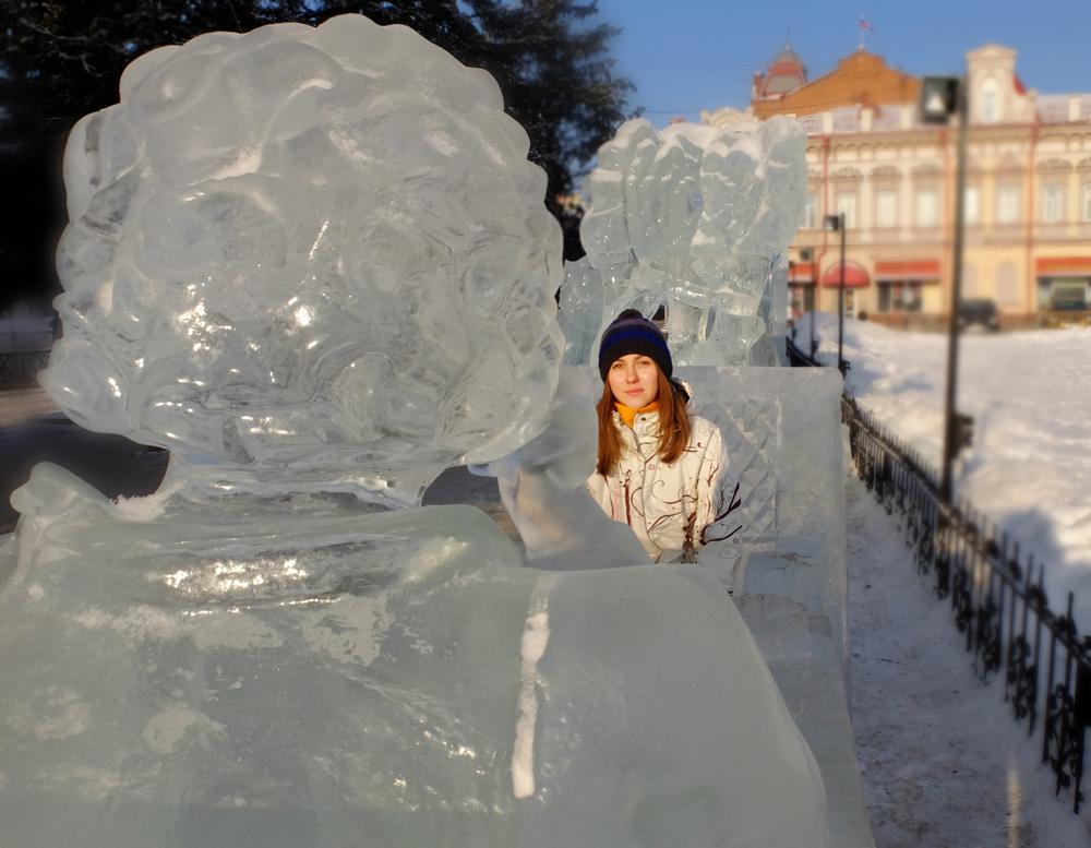 Polina Goriunova, 23 anni, si è da poco laureata in Lingue e sta iniziando la carriera di traduttrice. Sognava di viaggiare molto e per questo ha studiato lingue. Ha vissuto sei mesi negli Stati Uniti, due mesi in Germania e ha visitato l'Italia. Disegna molto, spesso su salviette, quaderni e taccuini. Preferisce gli scrittori americani