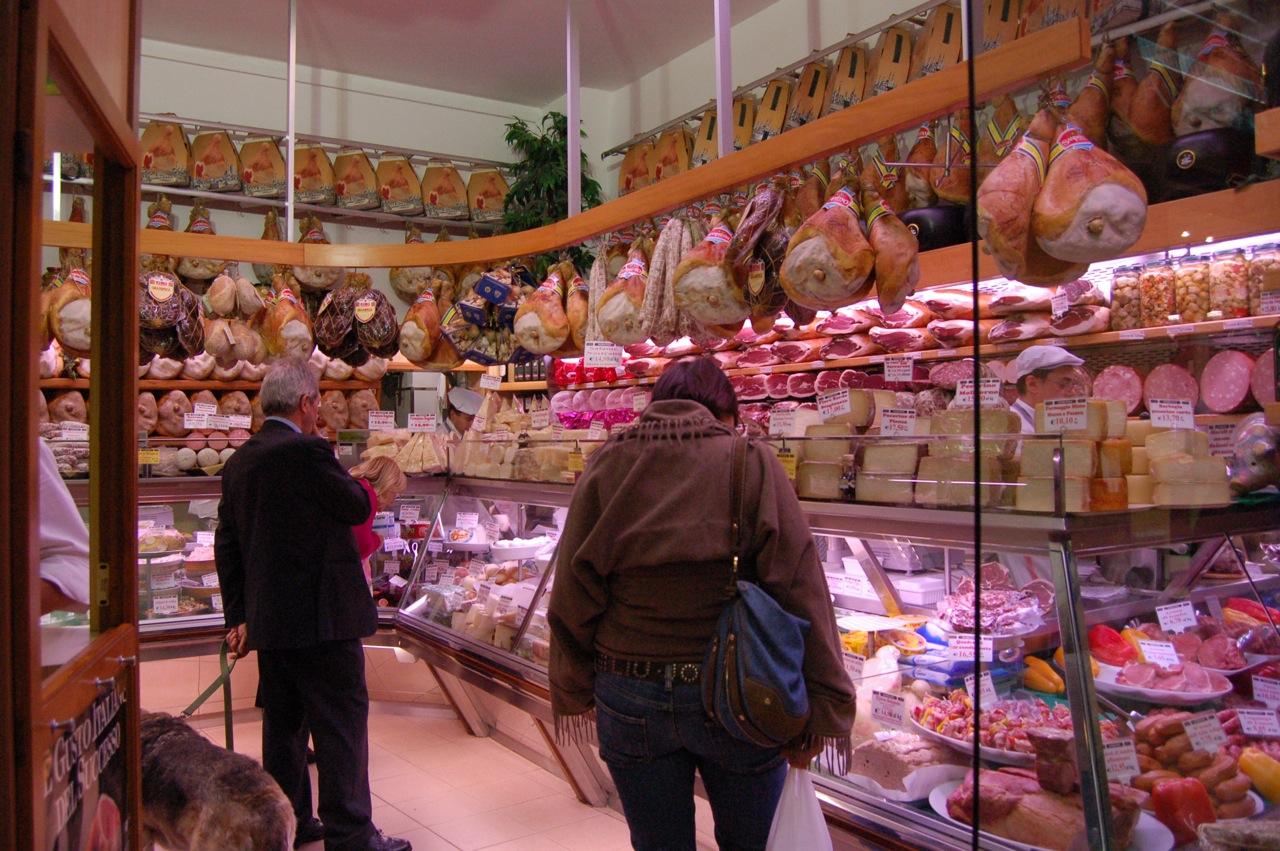 Da tempo formaggi e prosciutti italiani non si trovano in Russia a causa dell'embargo.