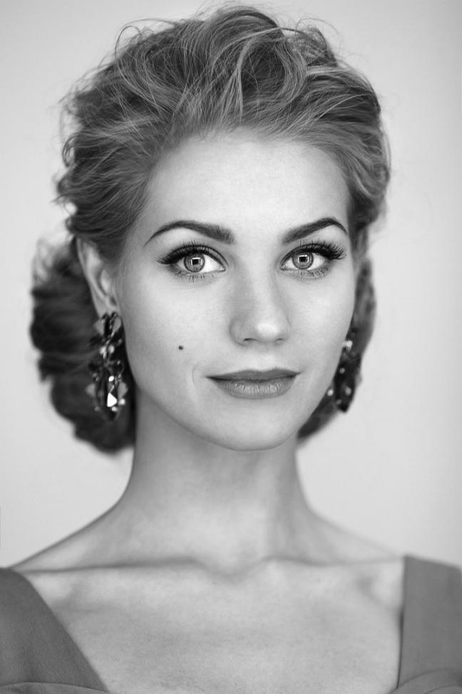 """Attrice di cinema e teatro, Kristina Asmus è diventata famosa per il ruolo interpretato in una popolare serie tv chiamata """"Interny"""", che racconta la vita di alcuni medici specializzandi"""