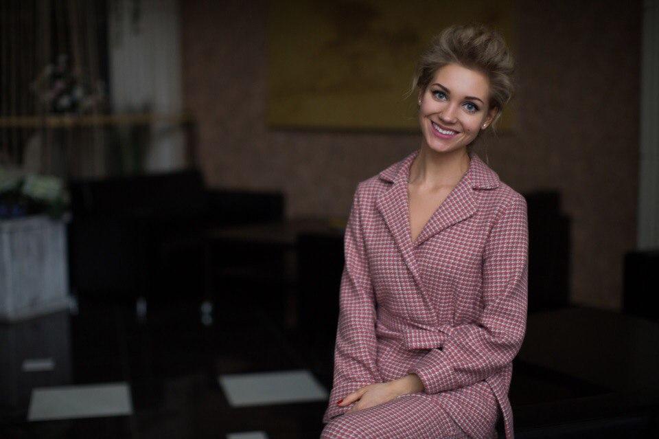 """Nel 2010 Kristina è stata nominata la """"Donna più sexy della Russia"""" secondo la rivista maschile Maxim. L'anno successivo ha ottenuto il titolo di """"Attrice tv dell'anno"""" secondo la rivista femminile Glamour. Nel 2013 poi ha ottenuto il premio Fashion People Awards nella categoria """"Fashion attrice"""""""