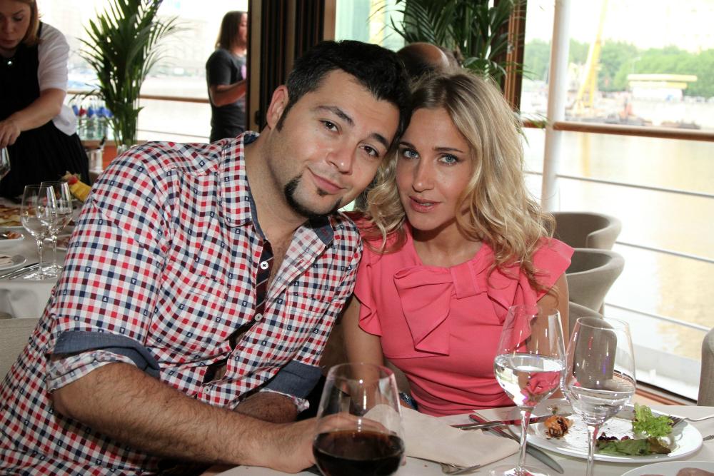 Il successo però non si ferma alla carriera, ma abbraccia anche la sua vita privata: Yulia infatti è felicemente sposata con il cantante Aleksej Chumakov