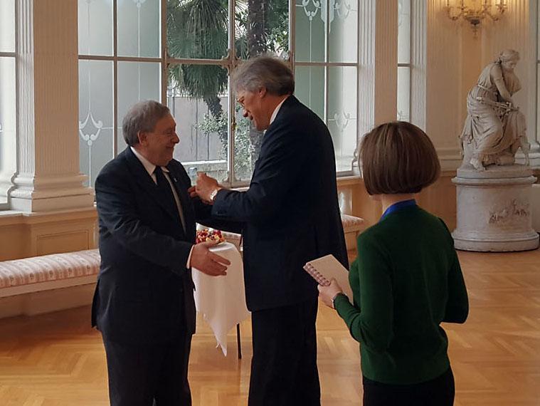 Lu2019ambasciatore della Federazione Russa in Italia Sergej Razov (a destra) con lu2019ex console Armando Ginesi