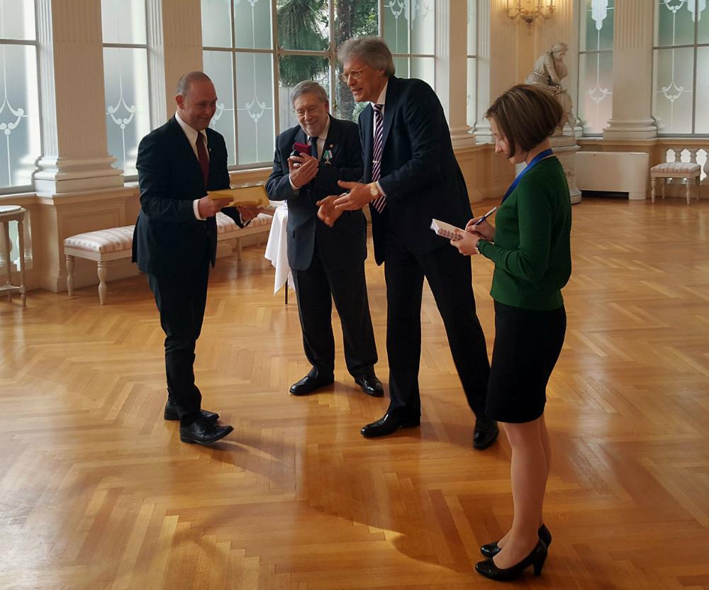 Il nuovo console onorario della Federazione Russa ad Ancona Marco Ginesi, lu2019ambasciatore russo in Italia Sergej Razov e lu2019ex console Armando Ginesi