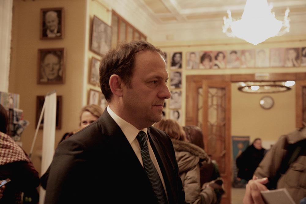 """Aleksej Shushev, produttore musicale: """"Il film che ho visto, 'Per amor vostro', è una pellicola che fa riflettere. Mi è piaciuta soprattutto la musica: ha completato perfettamente la storia. Mi ha stupito molto quello che ha detto il regista, ovvero che hanno lavorato un intero anno alla composizione di questa musica"""""""
