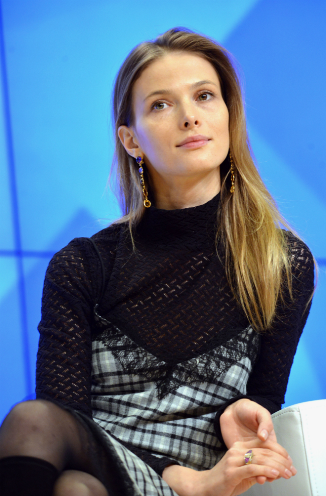 Durante il periodo dell'università, Svetlana inizia a interpretare i primi ruoli in alcuni film e serie tv