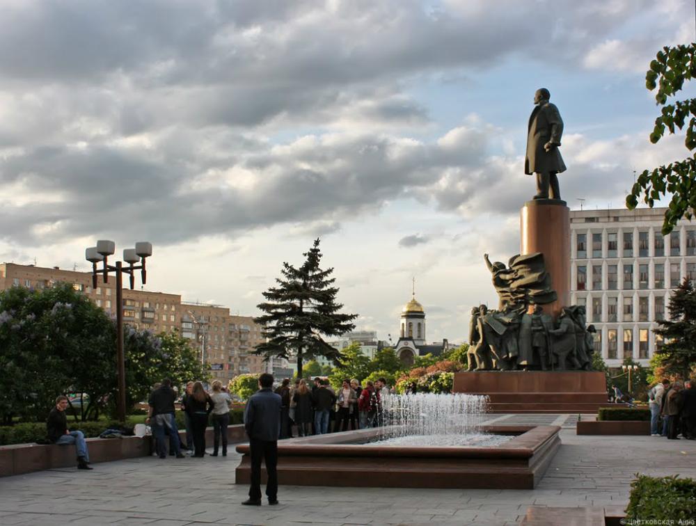 Il monumento di Lenin a Mosca, in piazza Kaluzhskaya, installato nel 1985