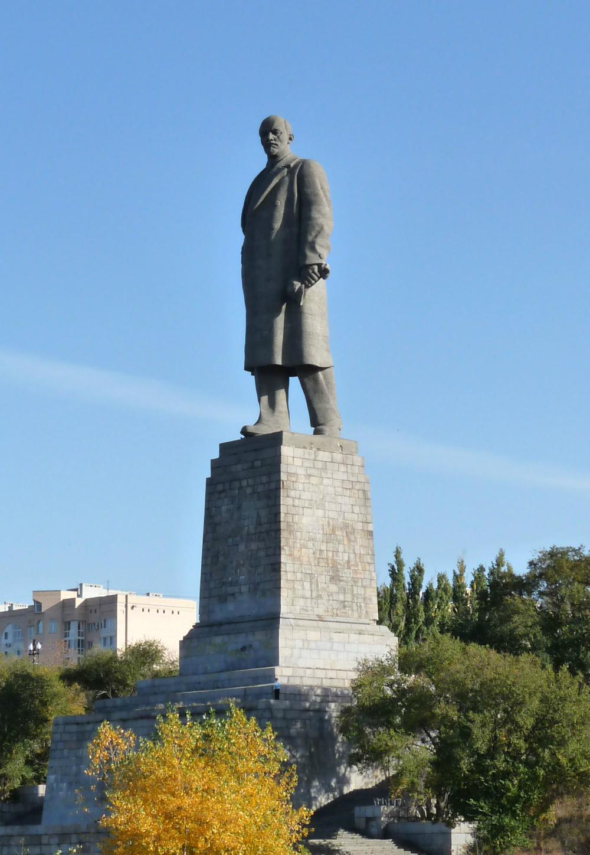 Il piu00f9 alto monumento di Lenin situato a Volgograd misura 57 metri