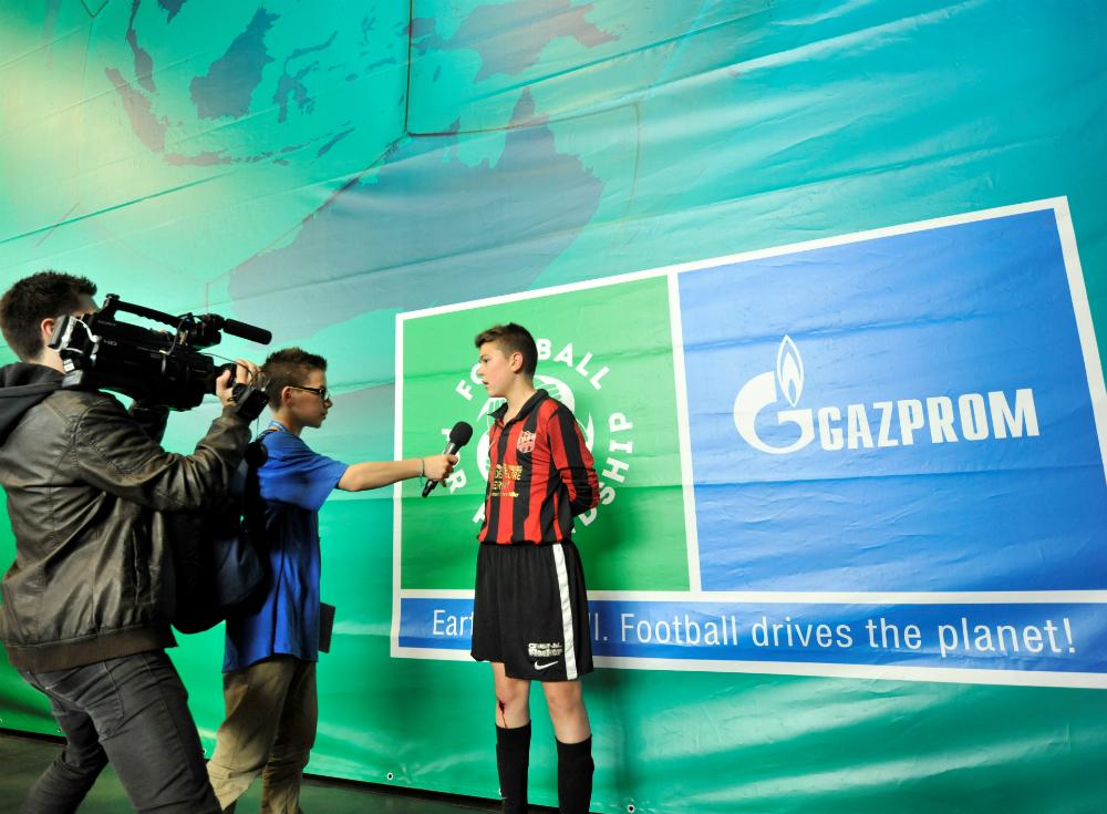Durante il Forum i partecipanti dell'International Children's Press Centre lavoreranno insieme con giornalisti professionisti raccogliendo informazioni, facendo report e scrivendo news per i canali social ufficiali del Football for Friendship.