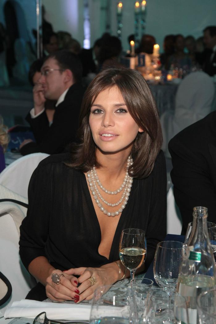 Figlia del magnate del petrolio Aleksandr Zhukov e della biologa Elena Zhukova, dopo il divorzio dei genitori Daria si è trasferita in California, negli Usa, insieme alla madre