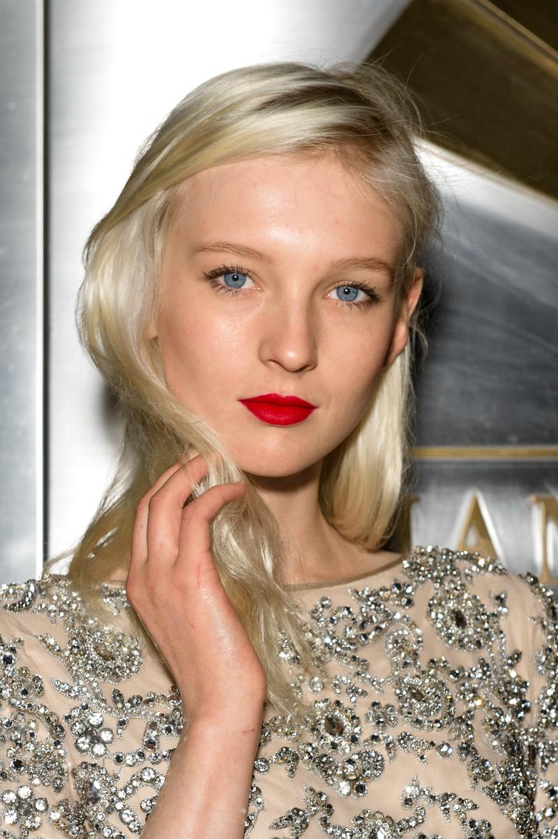 Iste godine postala je zaštitno lice za modne kuće Dolce & Gabbana, Prada i Saint Laurent.
