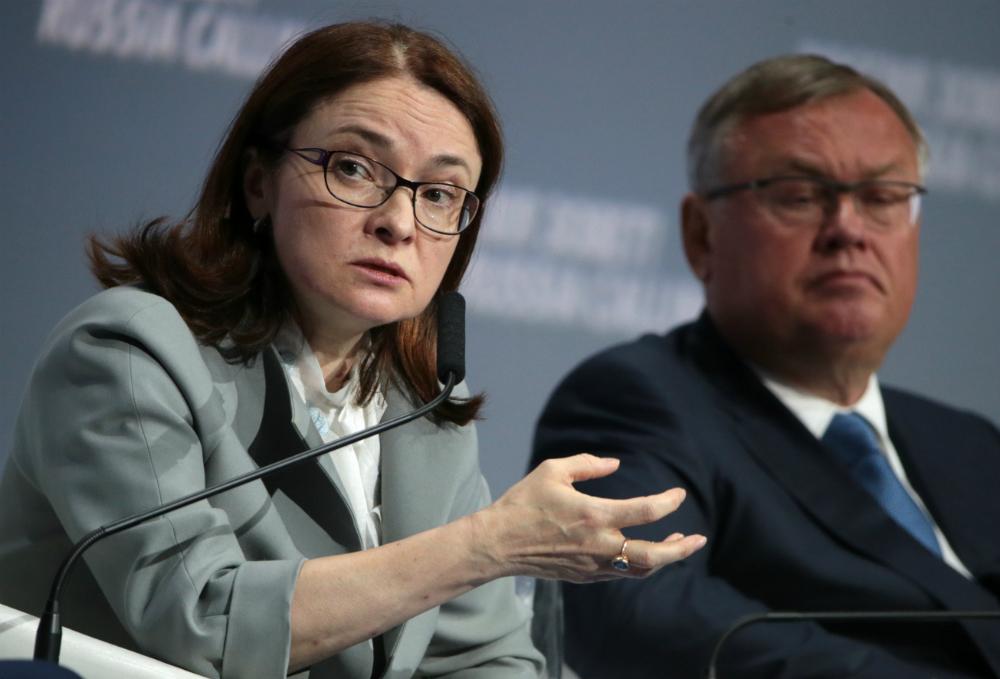 Elvira Nabyullina è considerata una delle donne più influenti del Paese. Dal 2013 è capo della Banca Centrale della Russia. In precedenza aveva ricoperto l'incarico di assistente del Presidente della Federazione Russa (2012-2013) e di ministro dello Sviluppo Economico (2007-2012)