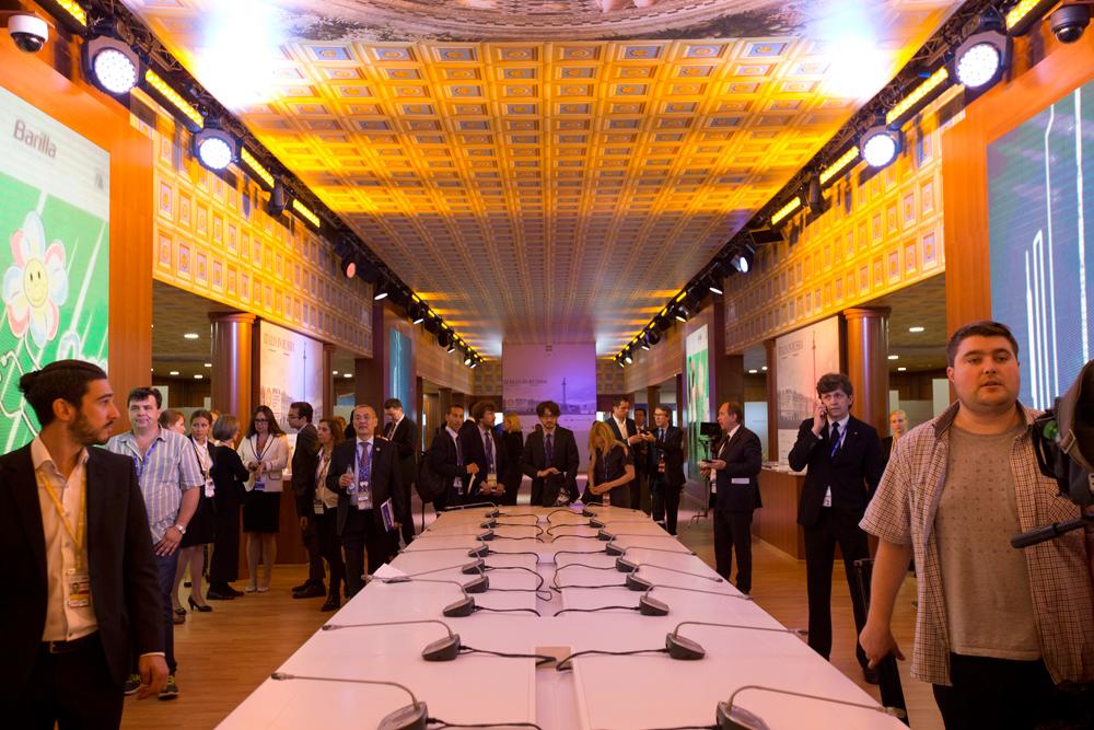 Nel 2006 il Forum ha ottenuto il patrocinio del Presidente della Federazione Russa che partecipa a ogni edizione dell'evento // Il tavolo che ha ospitato le firme dei nove accordi bilaterali siglati tra imprese russe e italiane