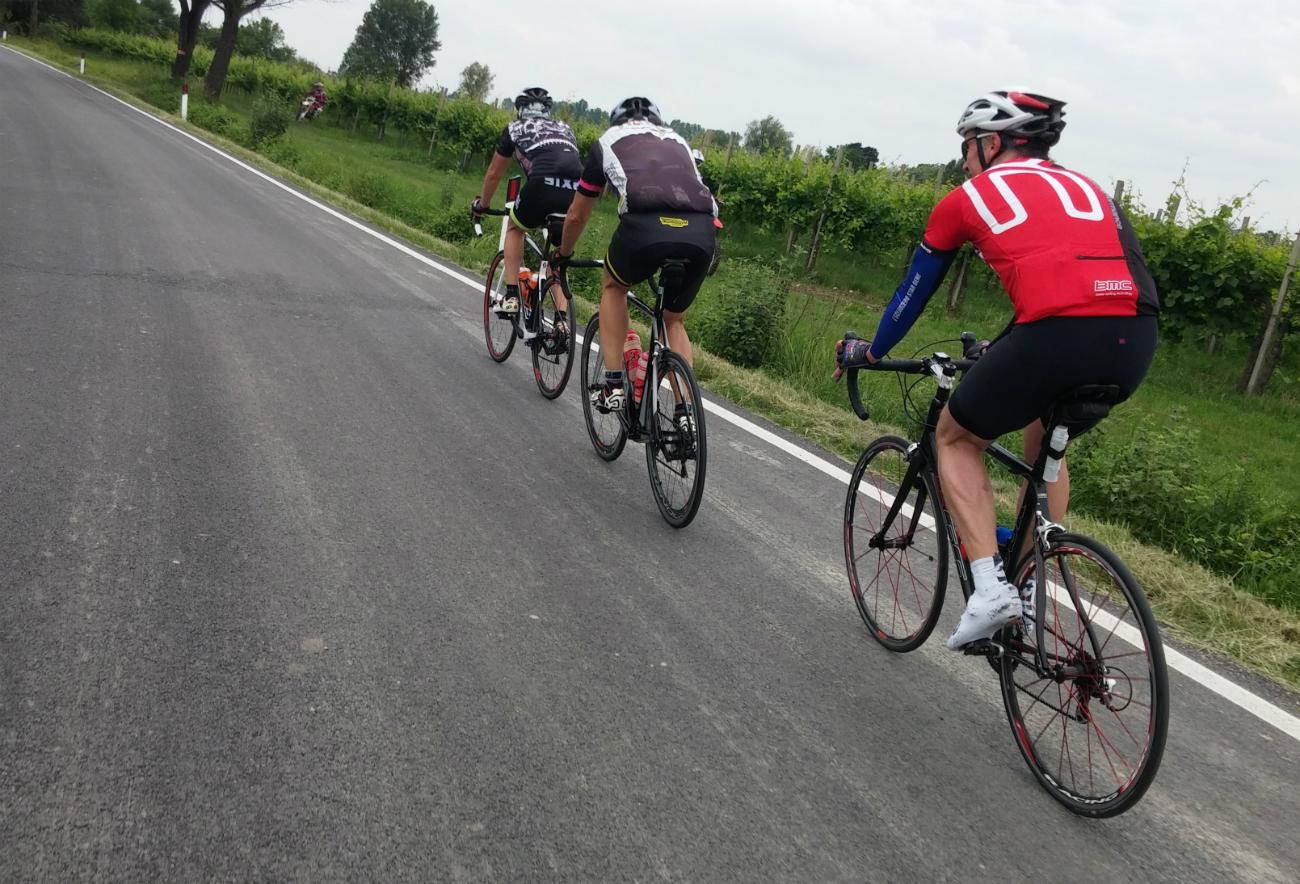 In volata fino a Mosca: Paolo Ferraris, Alessandro Ferraris e Paolo Giustina in sella alle loro biciclette.