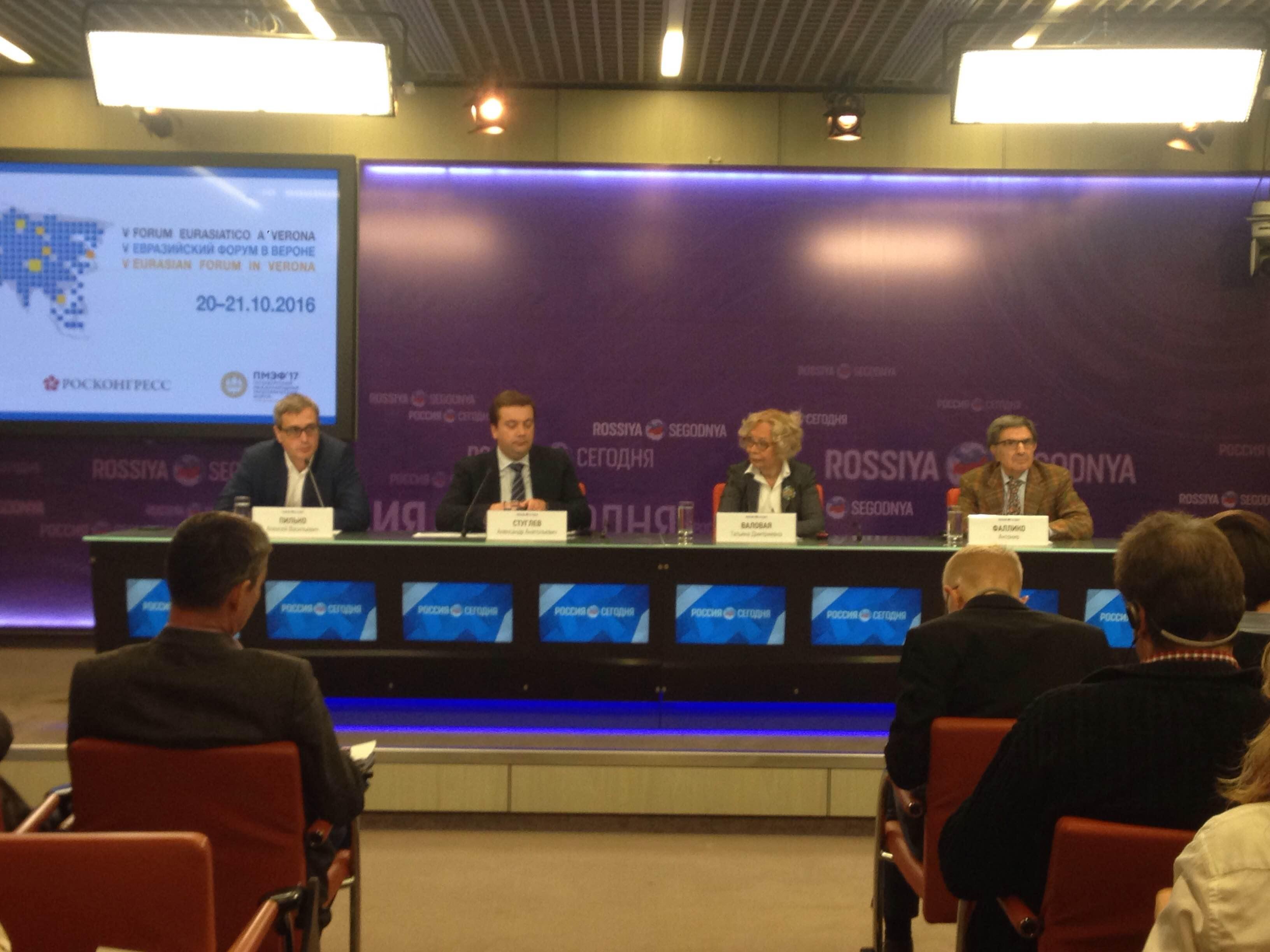 Un momento della conferenza stampa di presentazione del Forum.