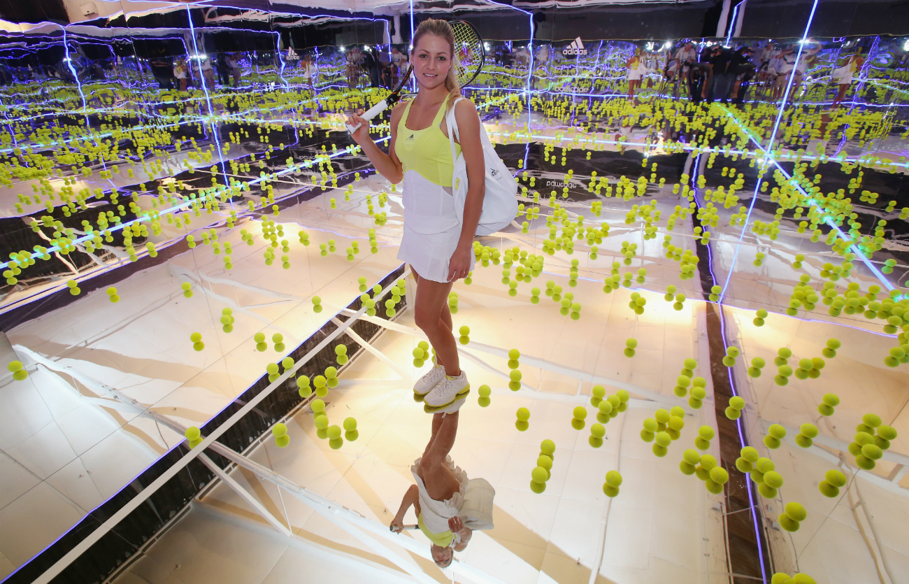 """Il suo mondo va comunque ben oltre lo sport: Maria lavora infatti anche come modella e nel 2010 è entrata nella lista delle più belle donne russe secondo la rivista americana """"Kompleks"""""""