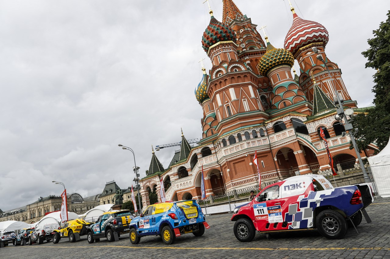 """La partenza del rally """"La via della seta"""" in Piazza Rossa a Mosca. Fonte: ufficio stampa"""