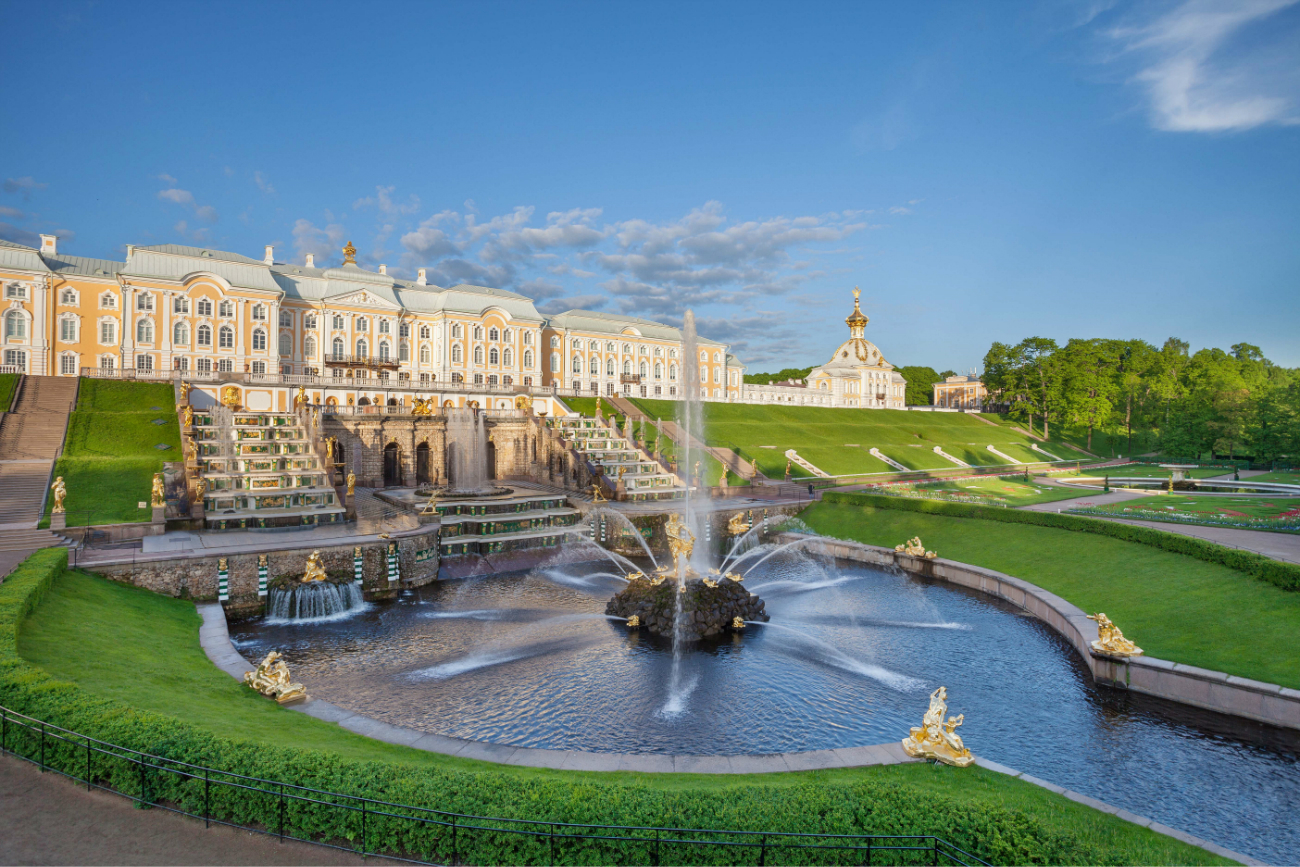 Peterhof, la reggia degli zar sul Golfo di Finlandia, considerata una delle Sette meraviglie della Russia\n