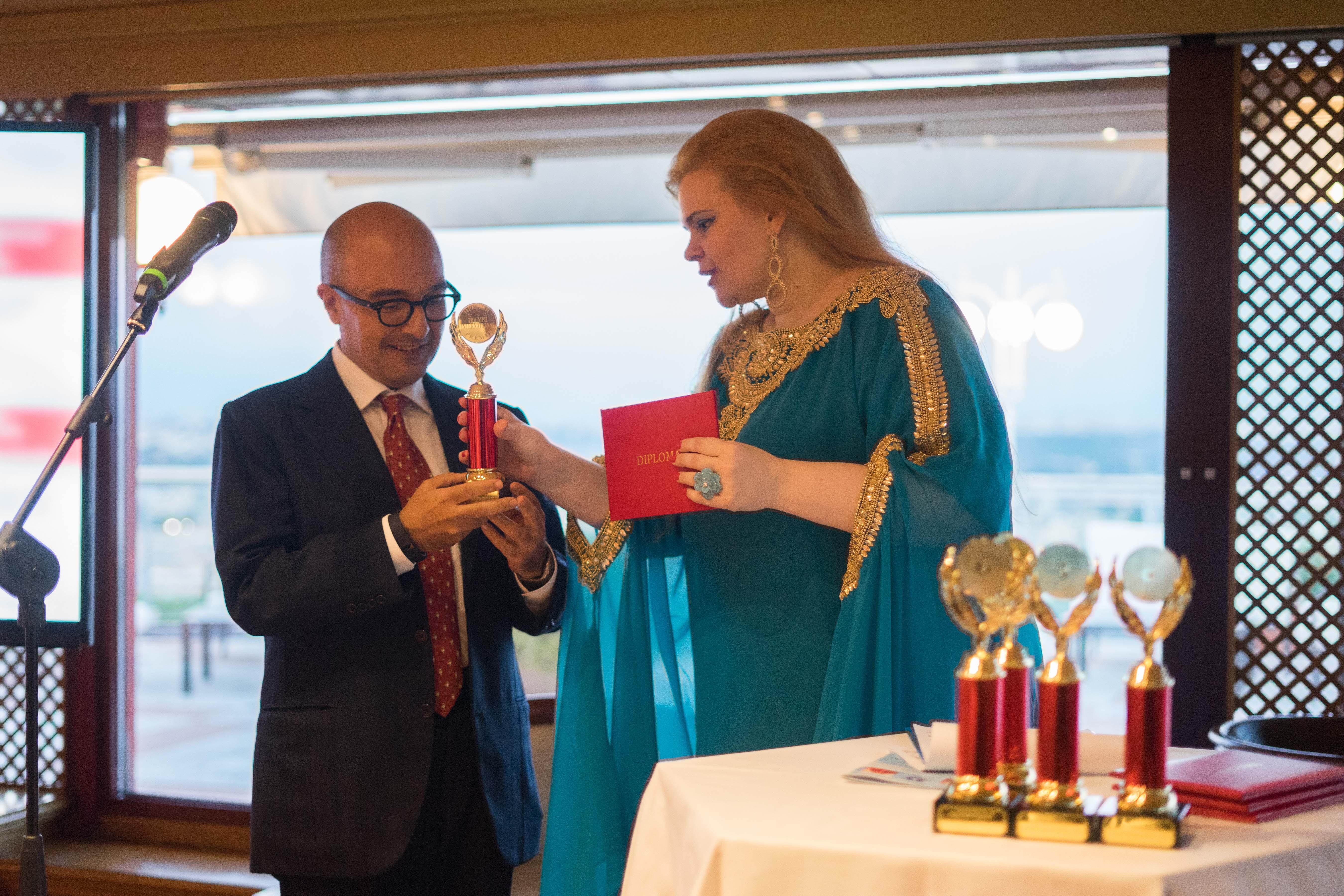 La consegna del premio al vicedirettore del Tg1 Gennaro Sangiuliano\n
