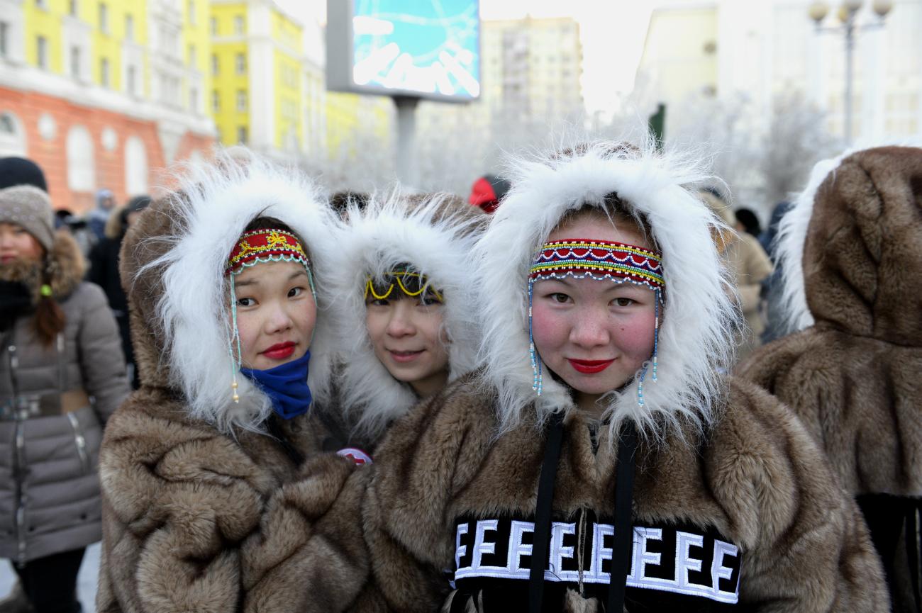 Le attività principali di queste popolazioni sono la pesca, la caccia e l'allevamento. I dolgan è il gruppo più numeroso (si contano circa 5.500 persone) ed è il risultato dell'incontro tra gli evenk, gli yakuti e alcuni contadini russi nei secoli XVII-XIX