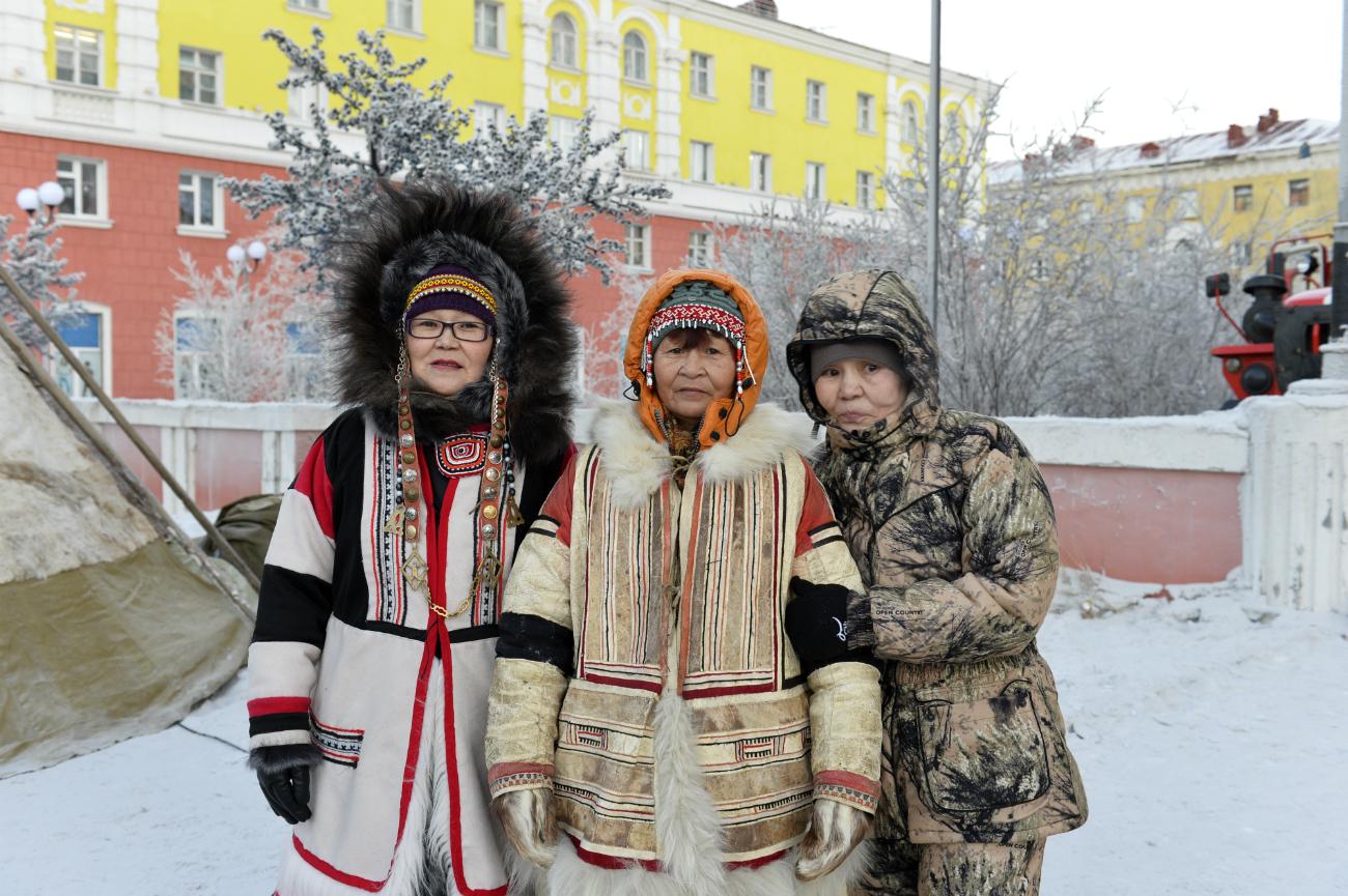 Lo stile di vita di questi piccoli gruppi etnici è profondamente condizionato dalle rigide condizioni climatiche della zona. E ancora oggi mantengono pressoché inalterate le loro usanze e le loro tradizioni