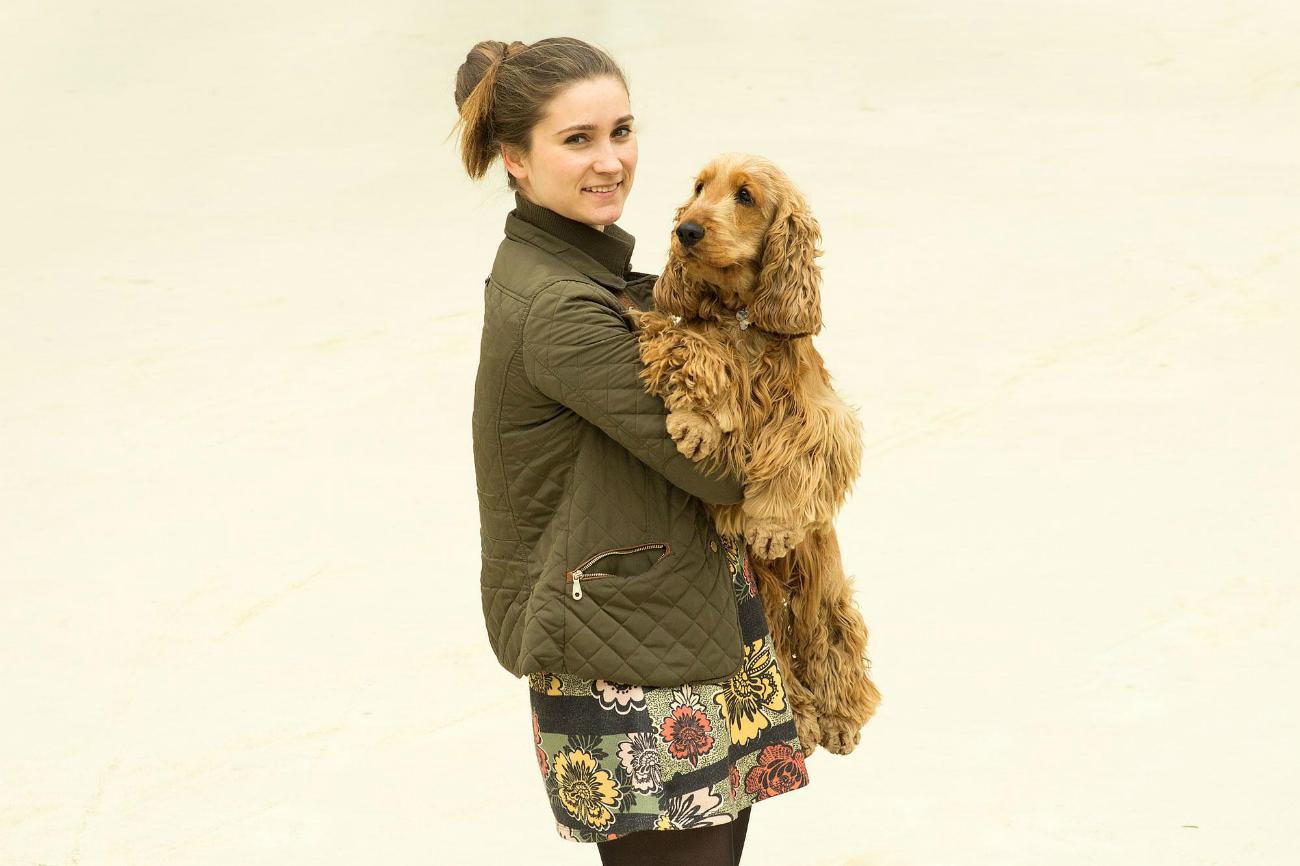 Natalia con il suo amico a quattro zampe. Fonte: Anna Demidova/istituto Strelka