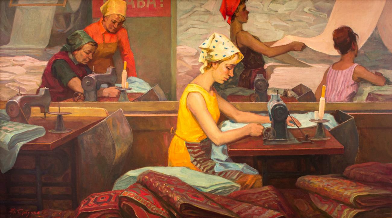 Yurij V. Gorbunov, Lavoratrici tessili nel reparto di finitura, 1970. Fonte: ufficio stampa