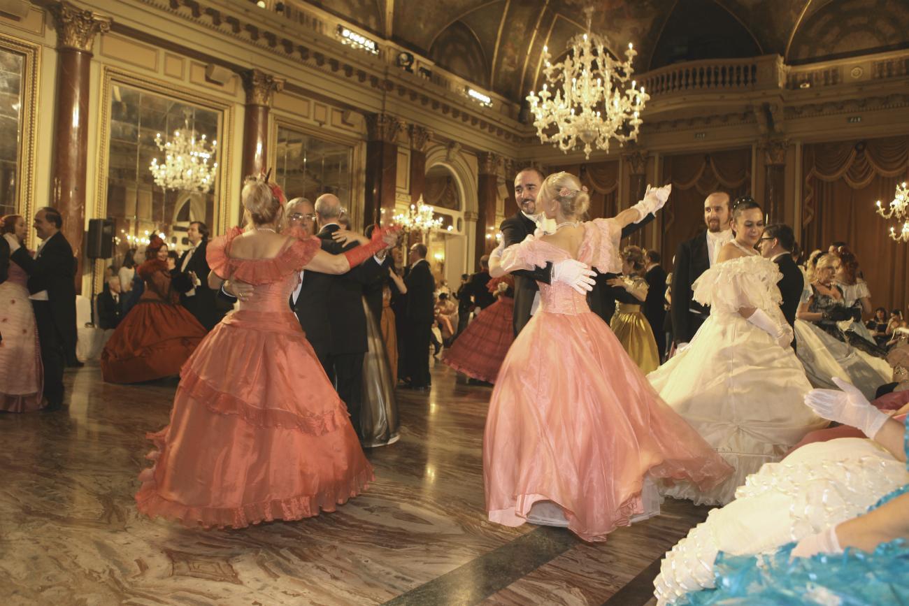 Un momento del ballo.