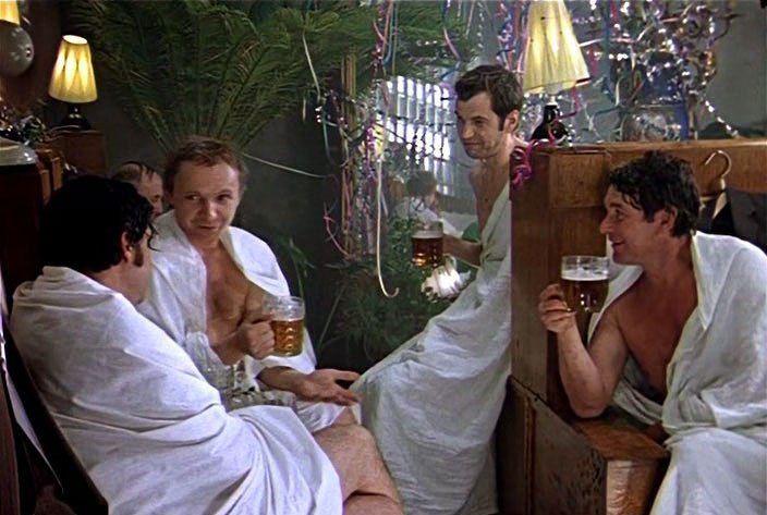 """Una scena tratta dal film """"Per ironia del destino o Buona sauna!"""". Fonte: screenshot"""