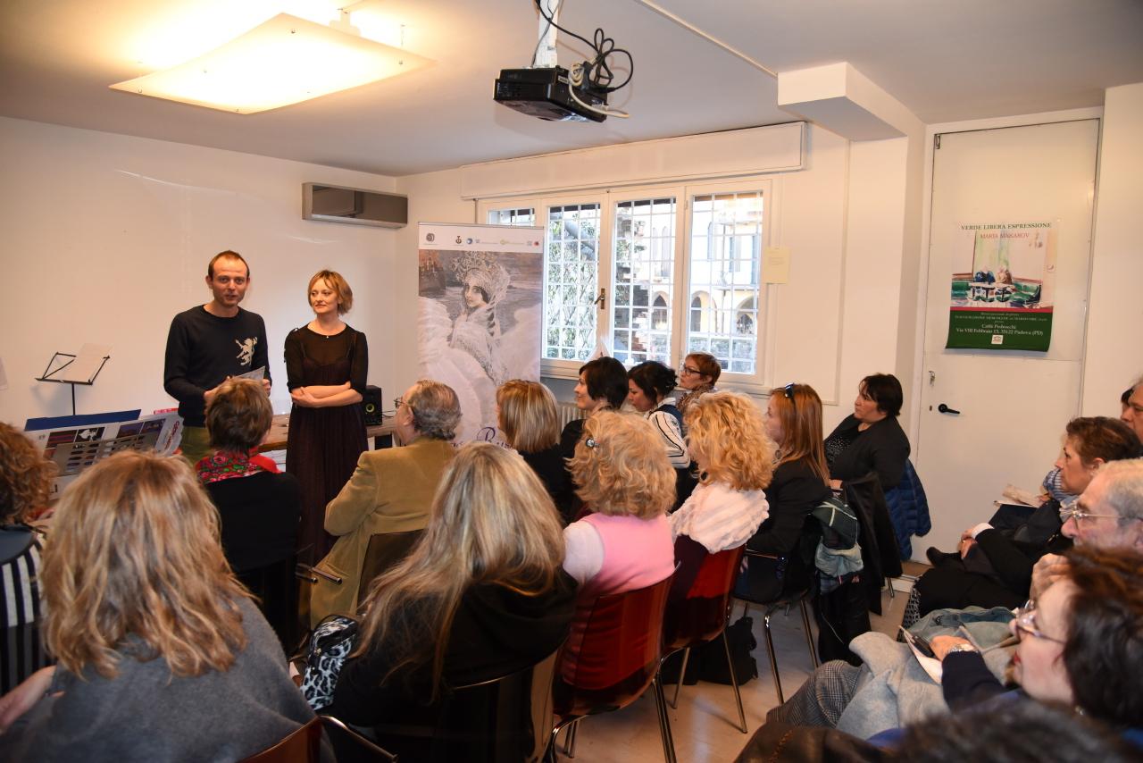 L'organizzatrice del festival Natalia Pirogova con Carlo Dal Pino, direttore della libreria Laformadelibro\n